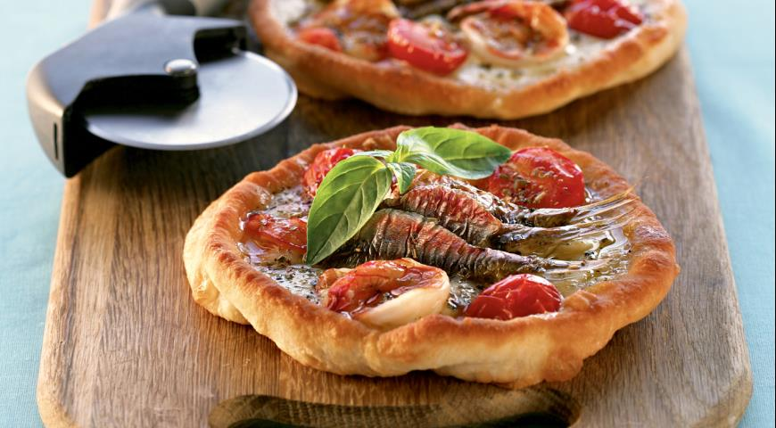 Pizza fritta napolitana with shrimps