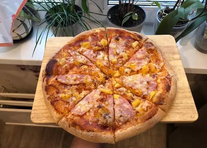 Yeast dough pizza
