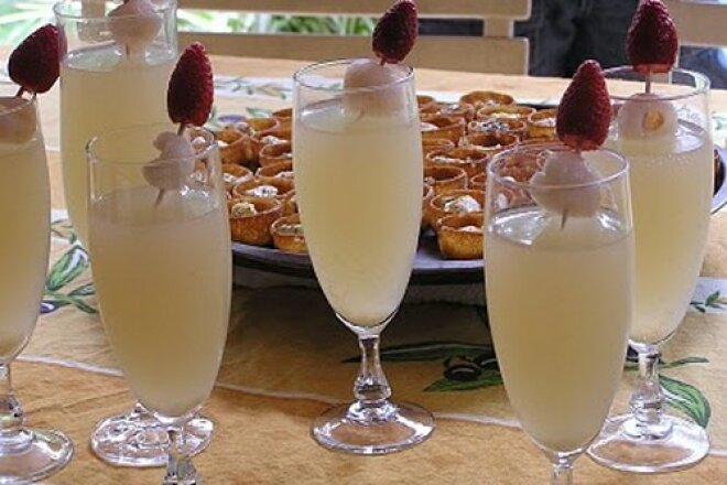 Cocktail with vodka, champagne and ginger