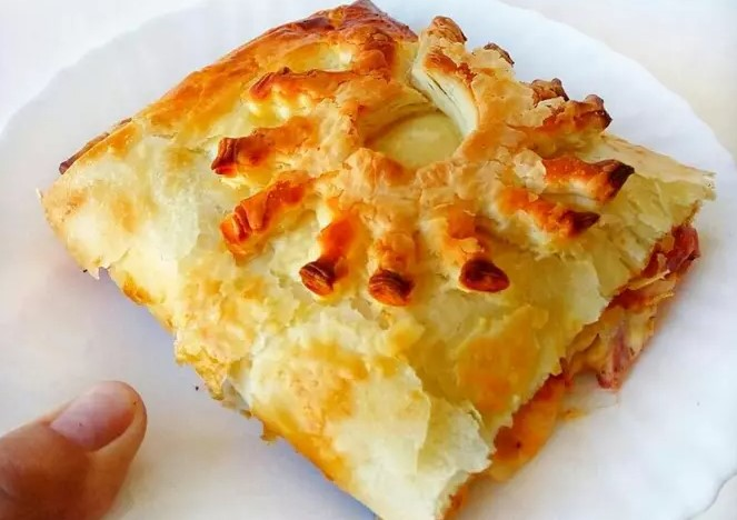 Pizza roll made of puff pastry