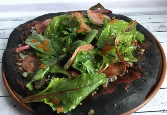 Pizza with cuttlefish ink