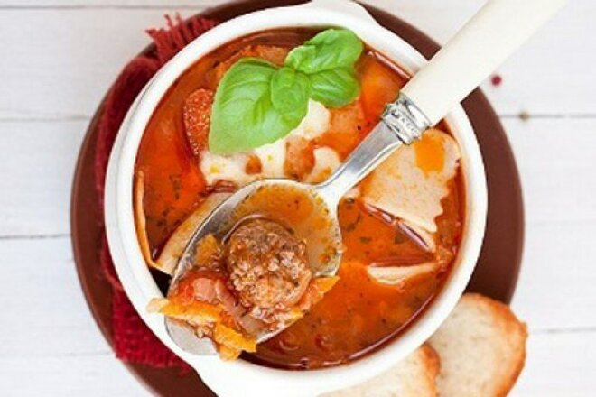 Lasagna soup with herbs