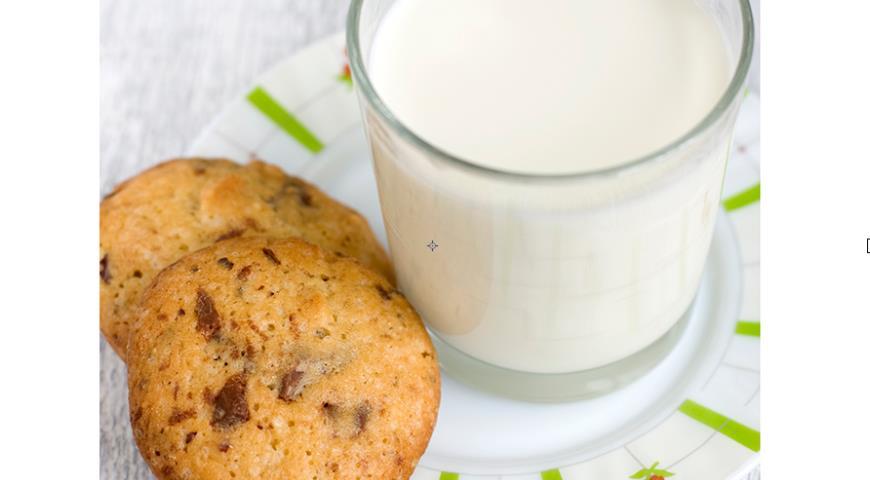 Italian cookies with hazelnuts and chocolate