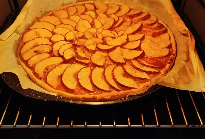 Pizza fruit, pear and mango pizza