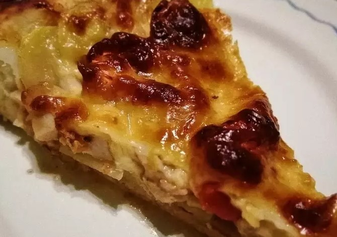 Pizza with potatoes and chicken