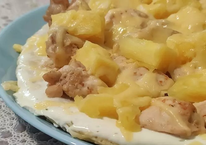 Oatmeal Pizza with Chicken and Pineapple