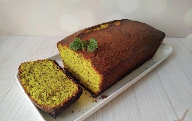 Lemon cake with poppy seeds and turmeric