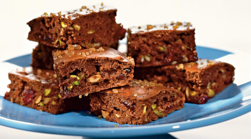 Chocolate biscuits with cranberries and pistachios