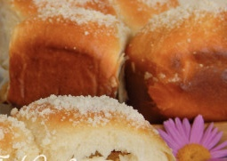 Yeast buns with cottage cheese