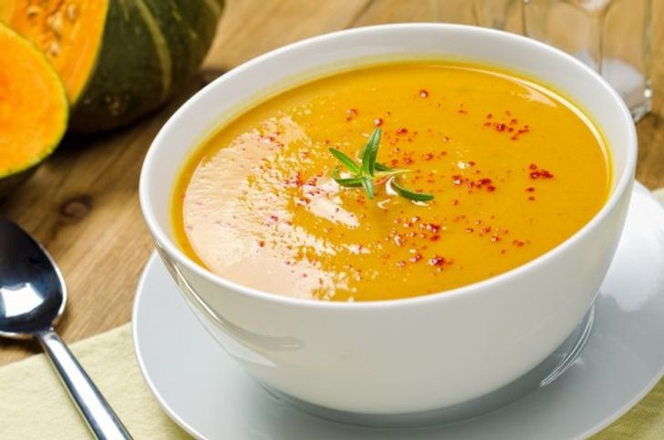 Pumpkin soup with red pepper