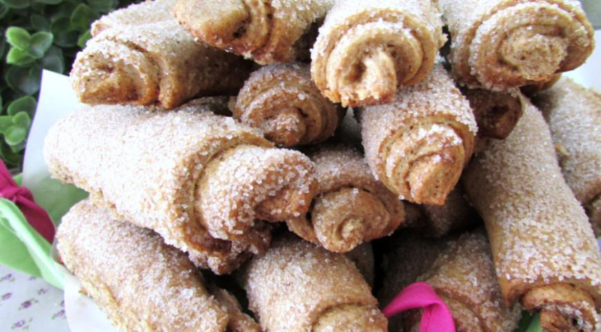 Sandy yeast rolls made from whole grain flour