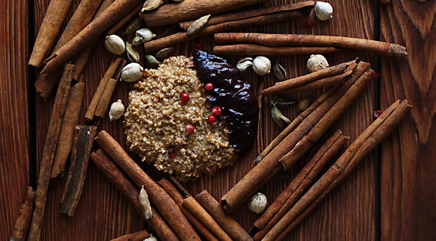 Cookies with hazelnuts and spices