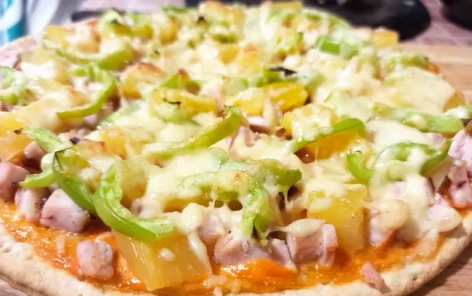 Pizza with Chicken and Pineapple