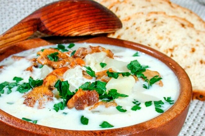 Mushroom soup with cream and potatoes