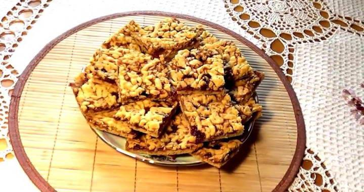 Cookies with jam and grated dough
