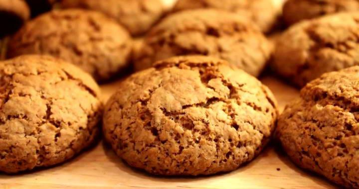 Classic oatmeal cookies with kefir
