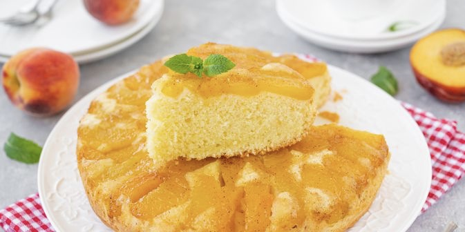 Jellied flip-flop pie with peaches
