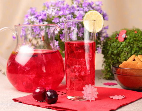 Quick cherry lemonade