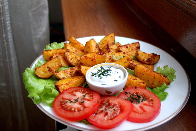 Country Style or Idaho Potatoes with Sour Cream and Garlic Sauce