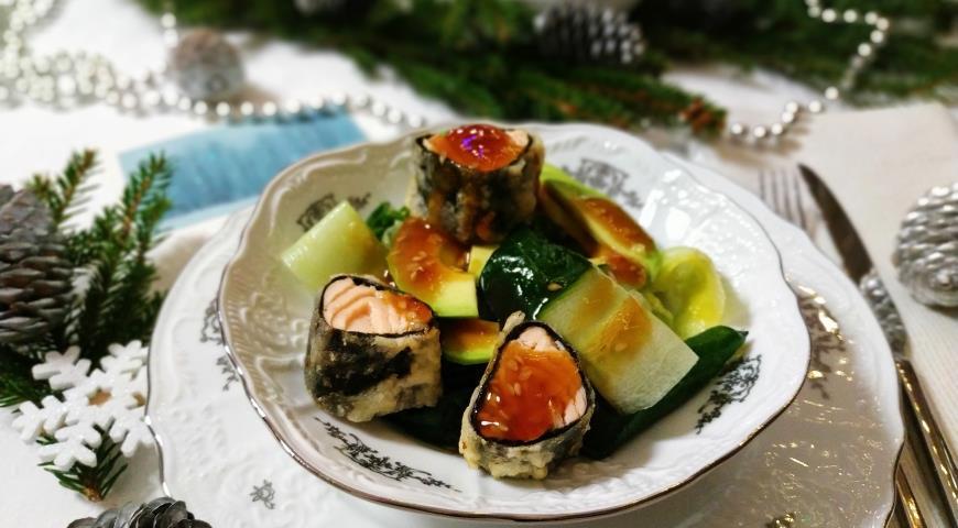 Salmon, spinach and mango salad