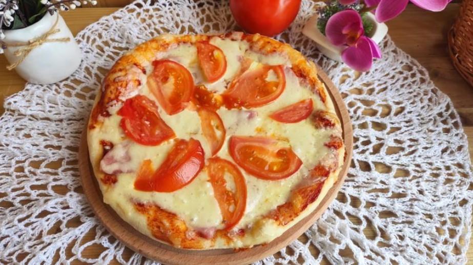 Delicious pizza with mozzarella and ham