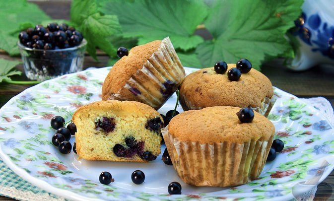 Vanilla muffins with black currant