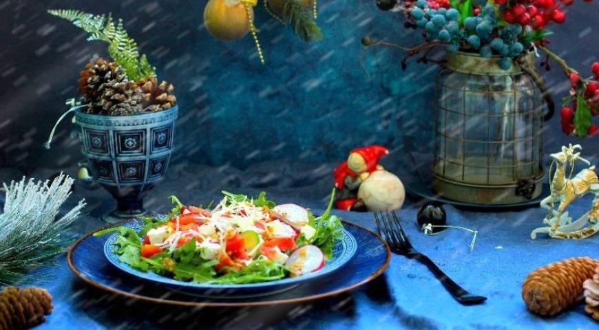 Vegetable salad with lightly salted salmon