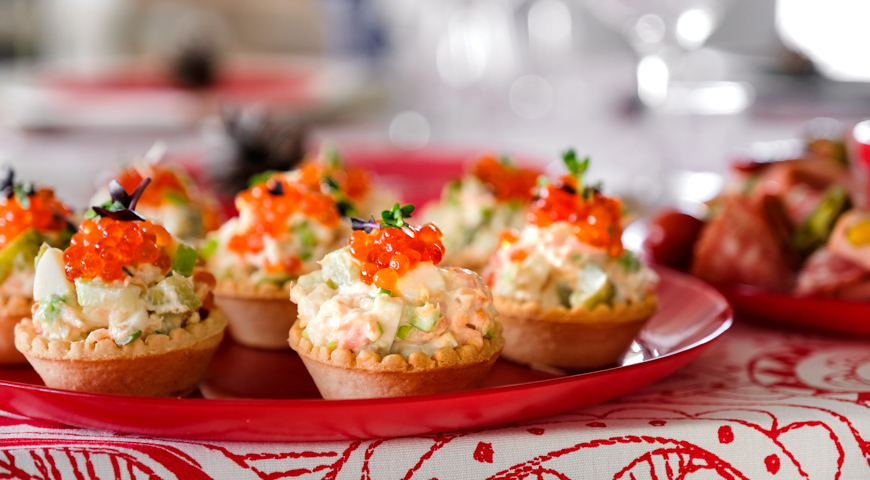Fish salad tartlets with pickled cucumbers
