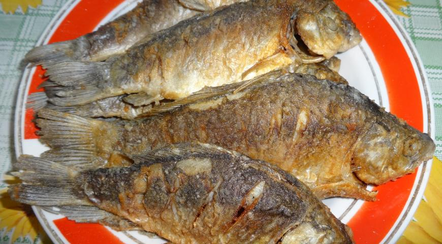 Fried crucian carp
