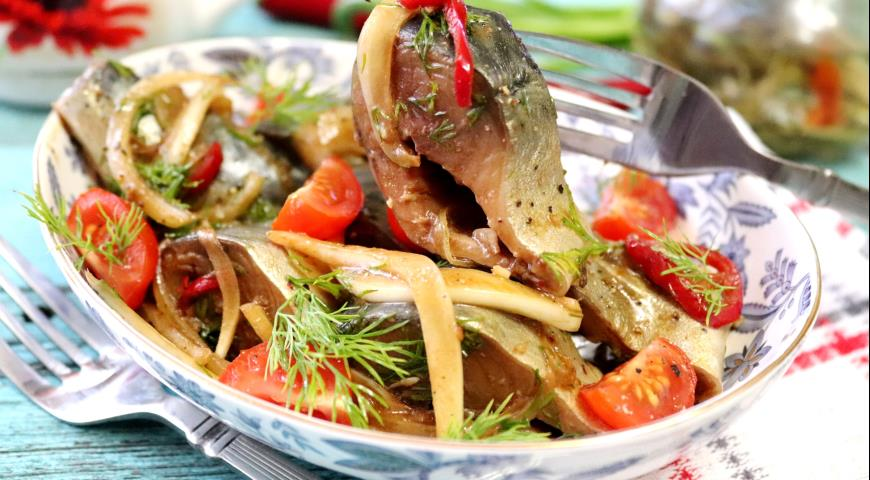 Marinated mackerel with vegetables and soy sauce