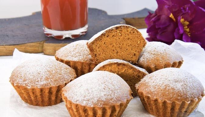 Lean tomato juice muffins