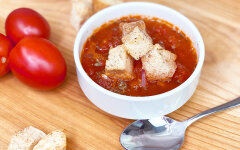 Italian tomato soup with croutons