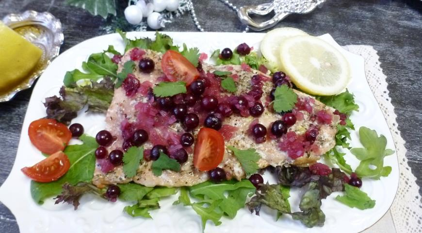 Stewed pink salmon with cranberry sauce