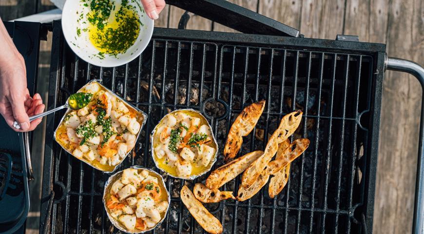 Grilled cod with prawns