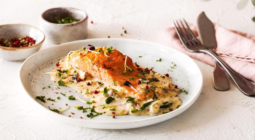 Salmon in a creamy spinach sauce
