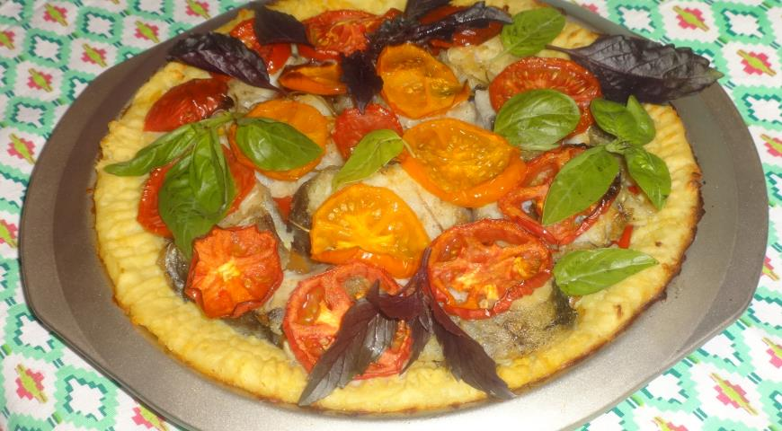 Potato pie with fish and vegetables