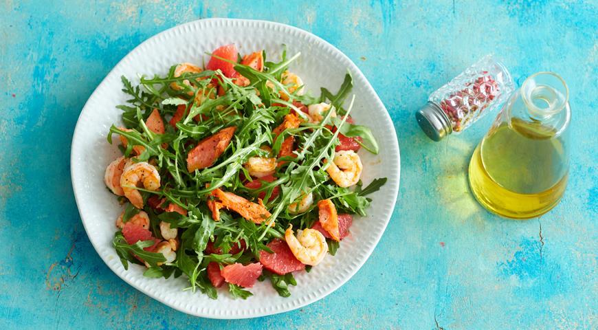 Salmon, shrimp and grapefruit salad
