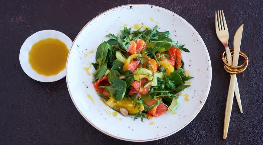 Smoked salmon salad with avocado and salted lemon