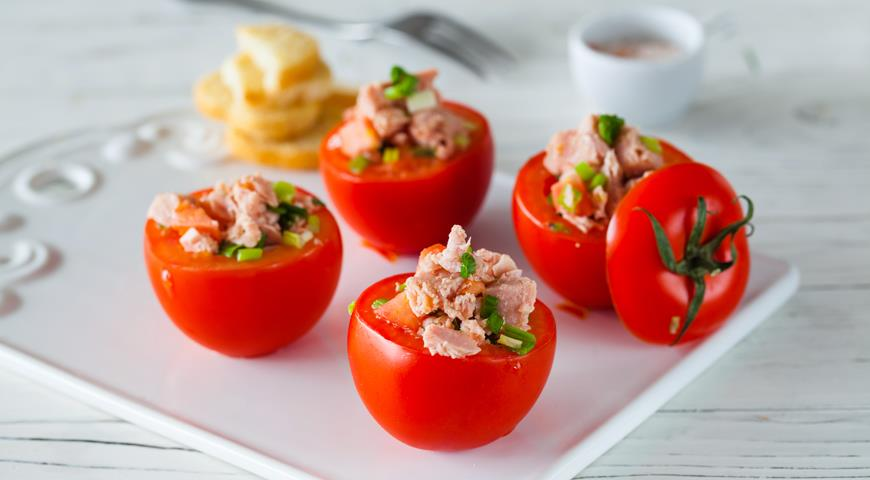 Stuffed Tomatoes with Canned Tuna