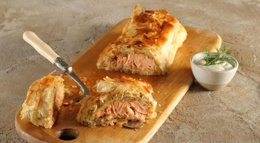 Strudel with salmon and stewed cabbage