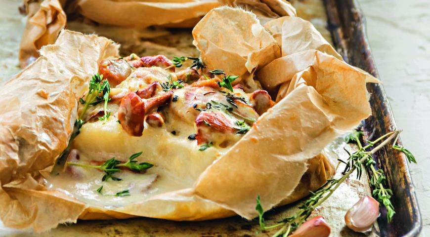 Cod with chanterelles in a creamy sauce