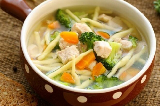 Diet chicken soup with broccoli