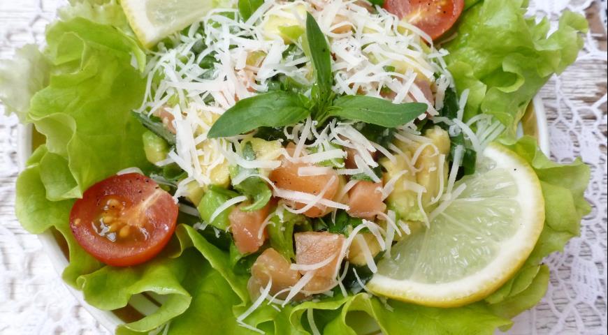 Red fish and avocado salad