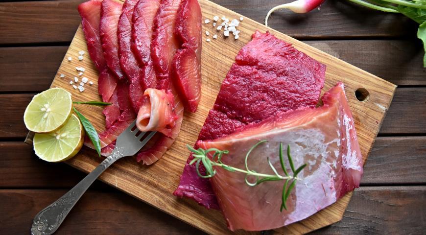 Beetroot gravlax from salmon