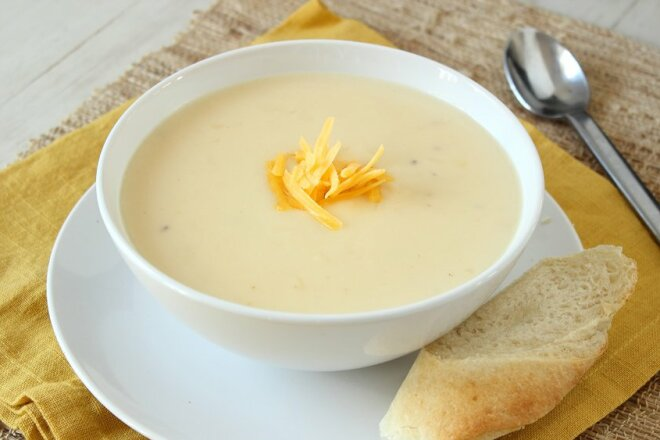 Chicken cream soup with suluguni cheese