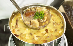 Aromatic mushroom soup in 15 minutes