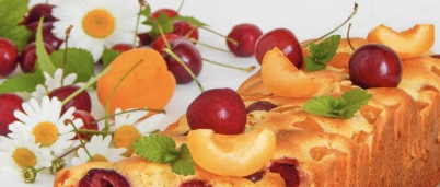 Curd mannik with cherries and apricots