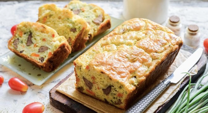 Snack cake with chicken liver, carrots and cheese