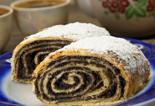 Strudel with poppy seeds, from puff yeast dough