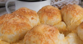 Monkey bread with cheese and garlic
